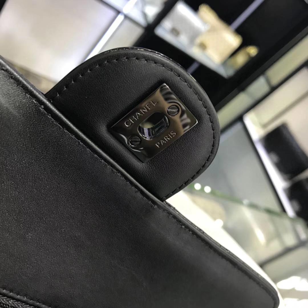 Chanel 香奈儿 V字绣 皱漆皮 黑色 25cm 黑扣