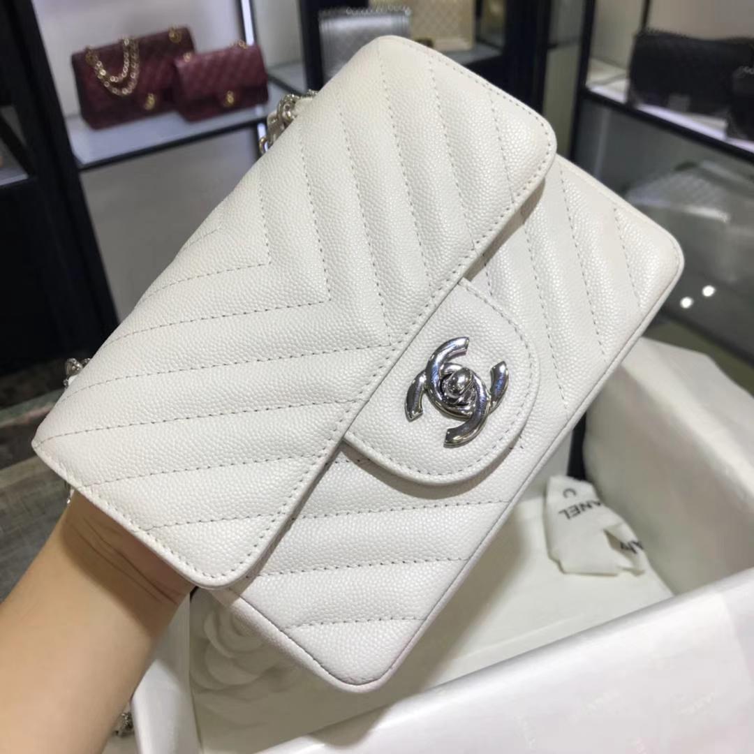 Chanel 香奈儿 V字绣 小鱼子酱 白色 17cm 银色 现货