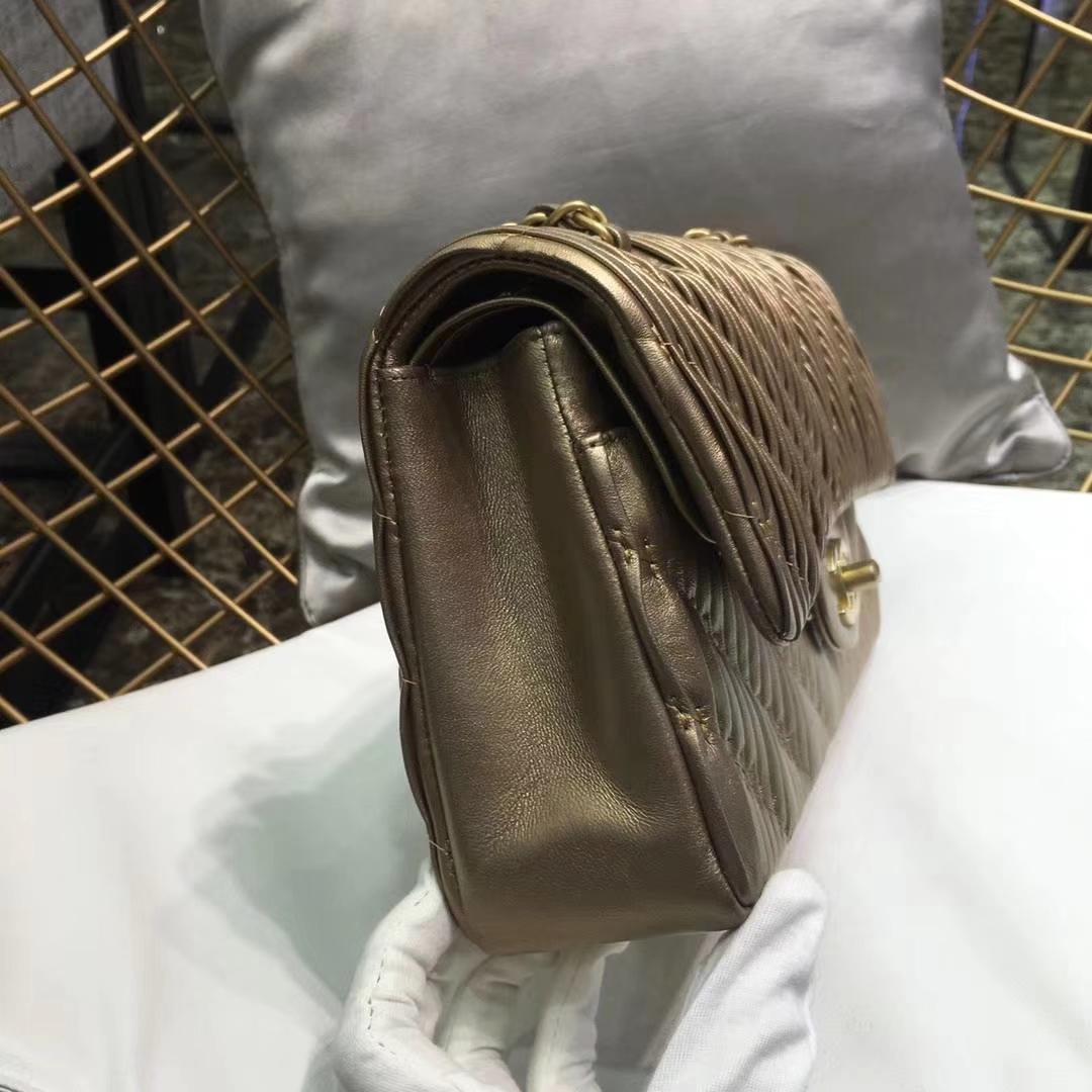 Chanel 香奈儿 希腊褶皱款 25cm金色 每片褶皱都是师傅用心打褶 磨沙金