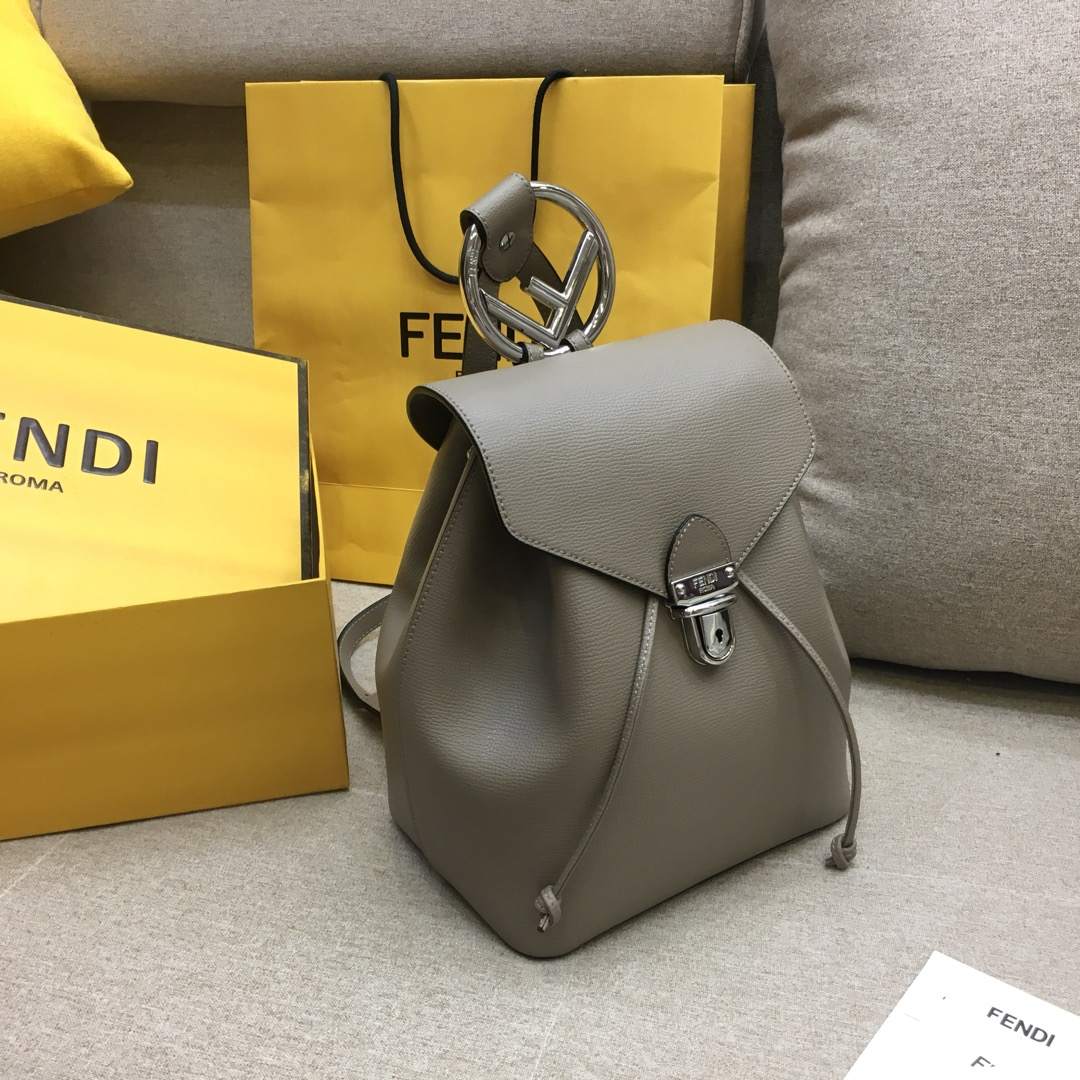 FENDI新款背包 灰色全新F标志 5508抽绳开合 21x15x25