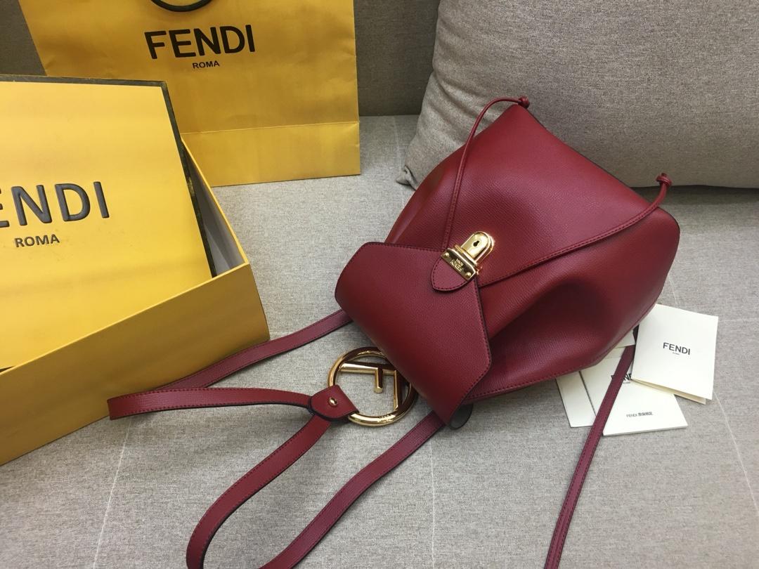 FENDI 芬迪 新款背包 全新F标志的金属手柄   21x15x25 红色5508