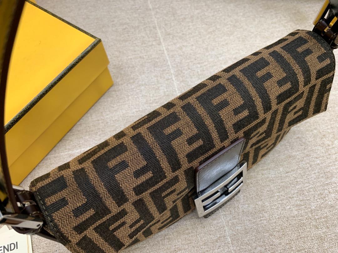 Fendi 芬迪 Baguette法棍包 上身优雅时尚小巧精致 26x15x4cm