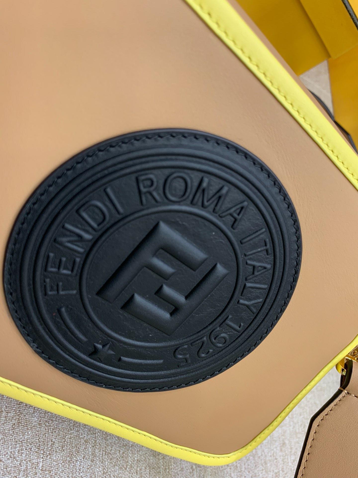 现货 最新相机包 可拆卸的斜背肩带 新款F标志拉链开合 22x15x7cm 8855