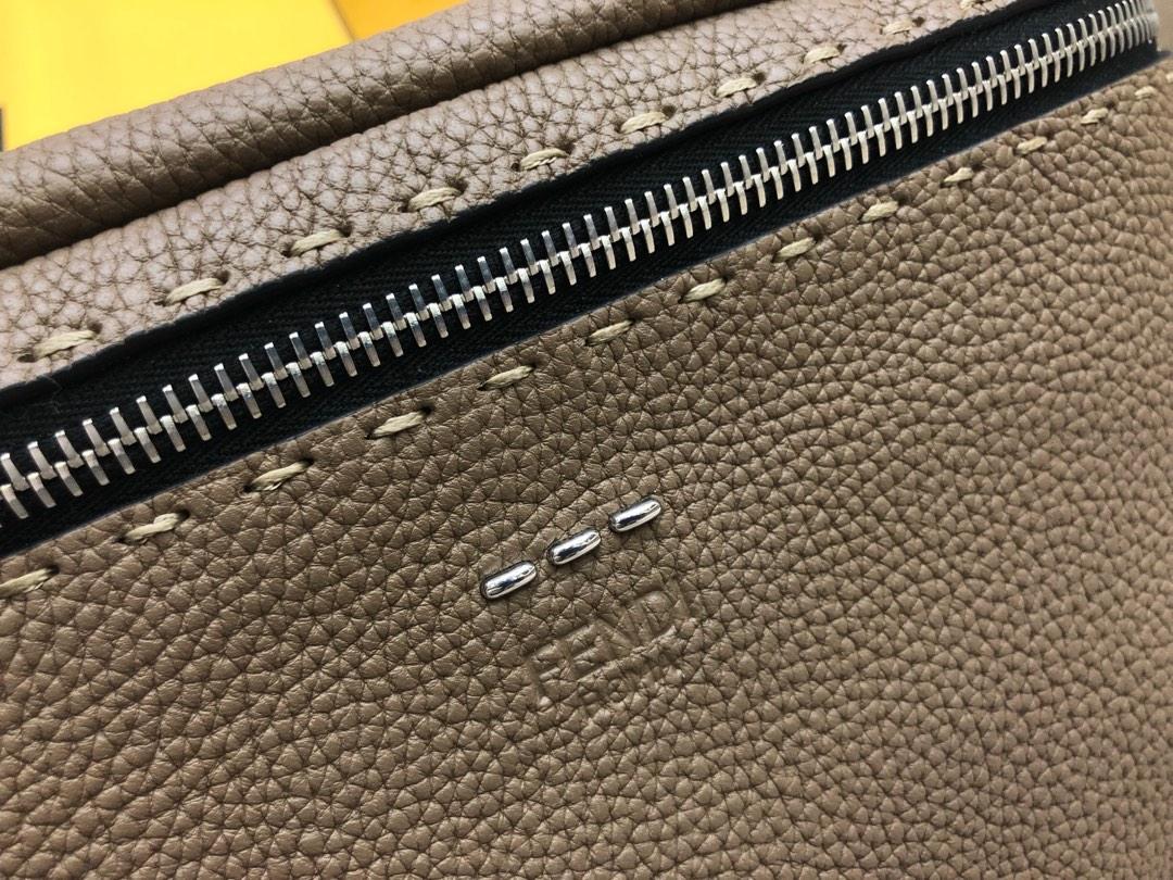 FENDI芬迪 最新腰包 可当胸包 拉链开合腰包 28x205569小牛皮制成 手工缝线