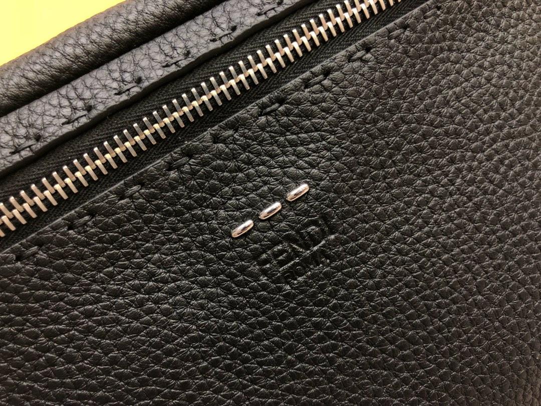 FENDI芬迪 最新腰包 可当胸包  拉链开合腰包 28×20 5569 小牛皮制成 手工缝线
