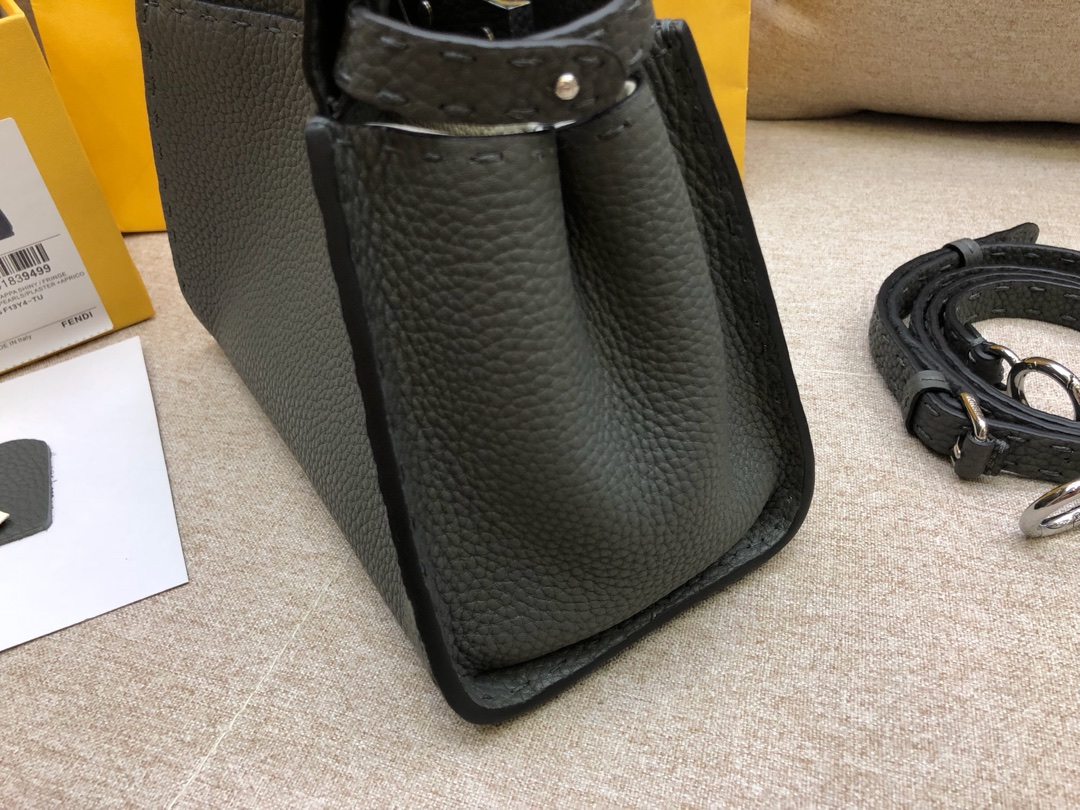 FENDI芬迪 peekaboo 全钢五金 24k真空电镀 进口小牛皮 黑色 33.12.26cm 8812