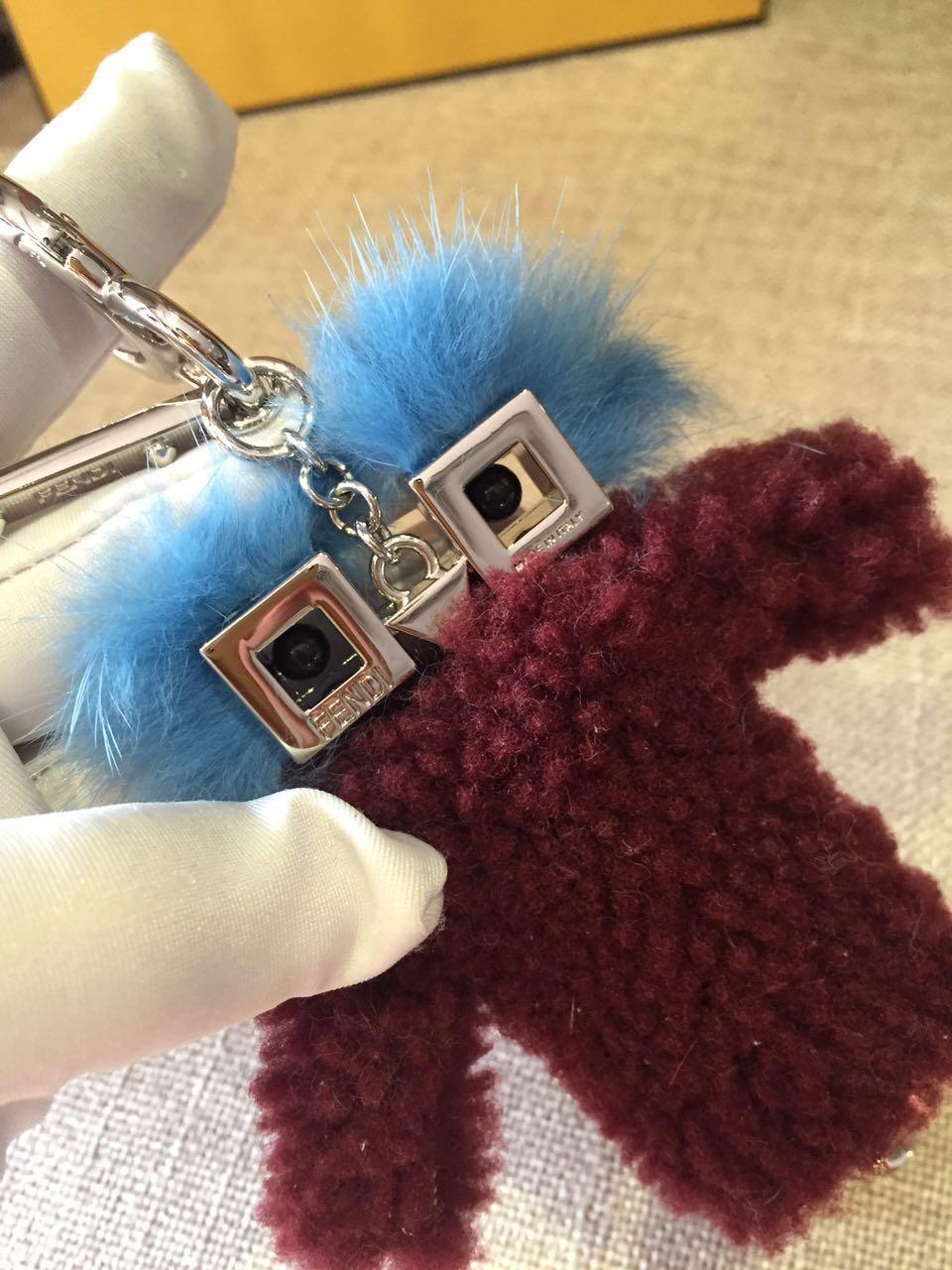 FENDI挂件 进口羊毛 大胆配色 给最爱的手袋添上一抹亮色