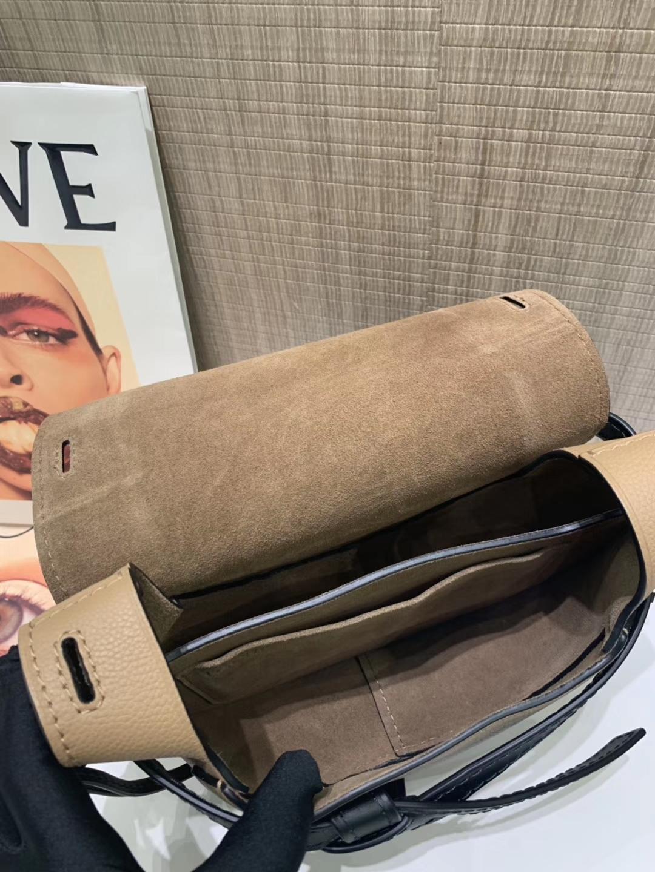 Loewe Gate系列 2019新色 斜挎中号 奶茶色