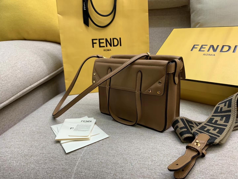 Fendi 芬迪 Flip 小号手袋 20x15x11 可手提肩背和斜挎 棕色