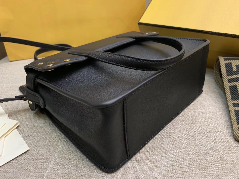 Fendi 芬迪 Flip 小号手袋 20x15x11 可手提肩背和斜挎 黑色