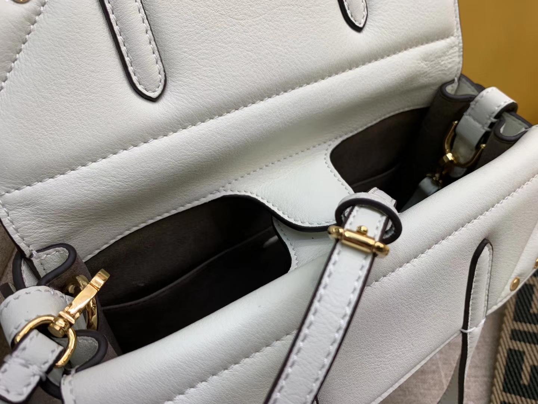 Fendi 芬迪 Flip 小号手袋 20x15x11 可手提肩背斜挎 白色