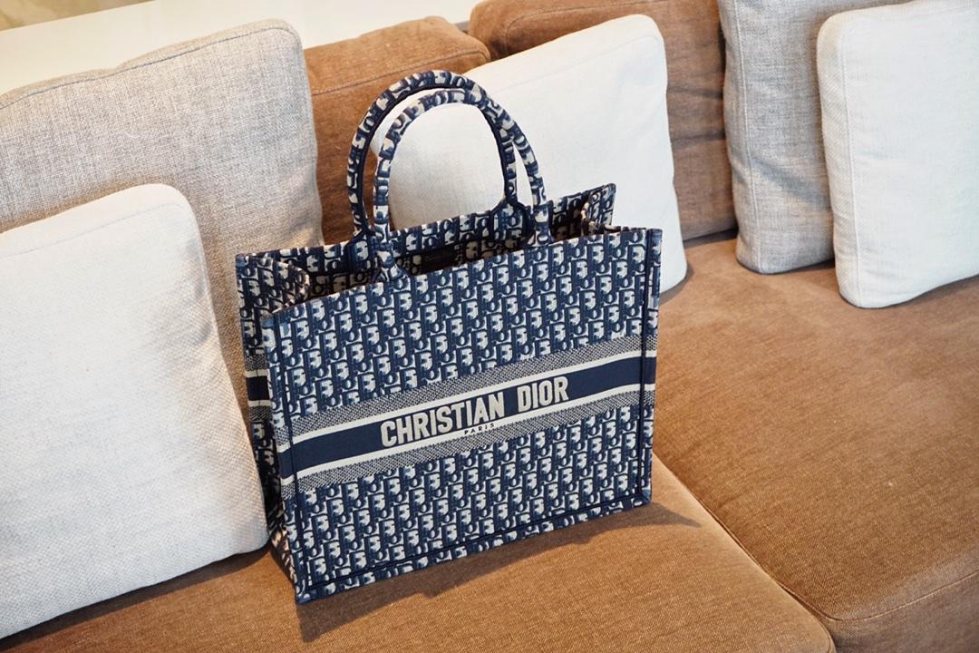 最新Dior布纹老花  蓝D实拍图