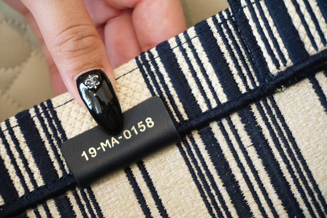Dior 购物袋 新色到货