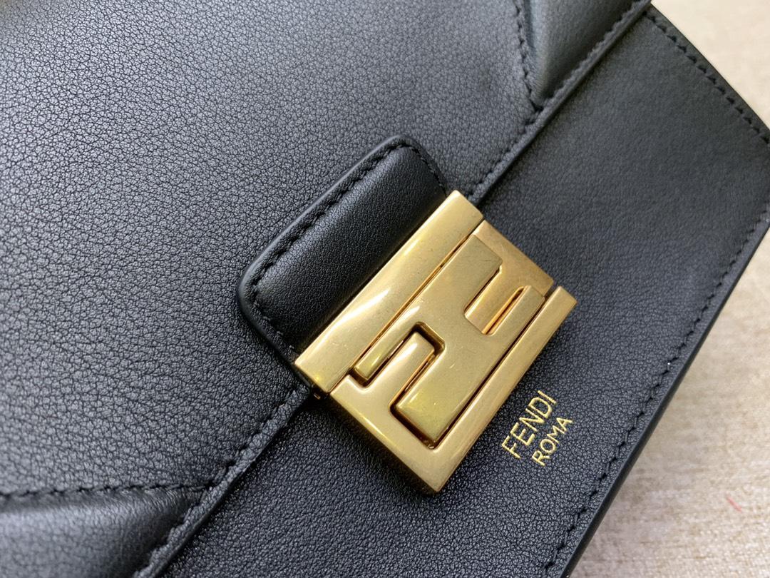 Fendi 芬迪 KAN U 系列 定制凸纹 代工厂女包 原厂进口皮 小号19cm