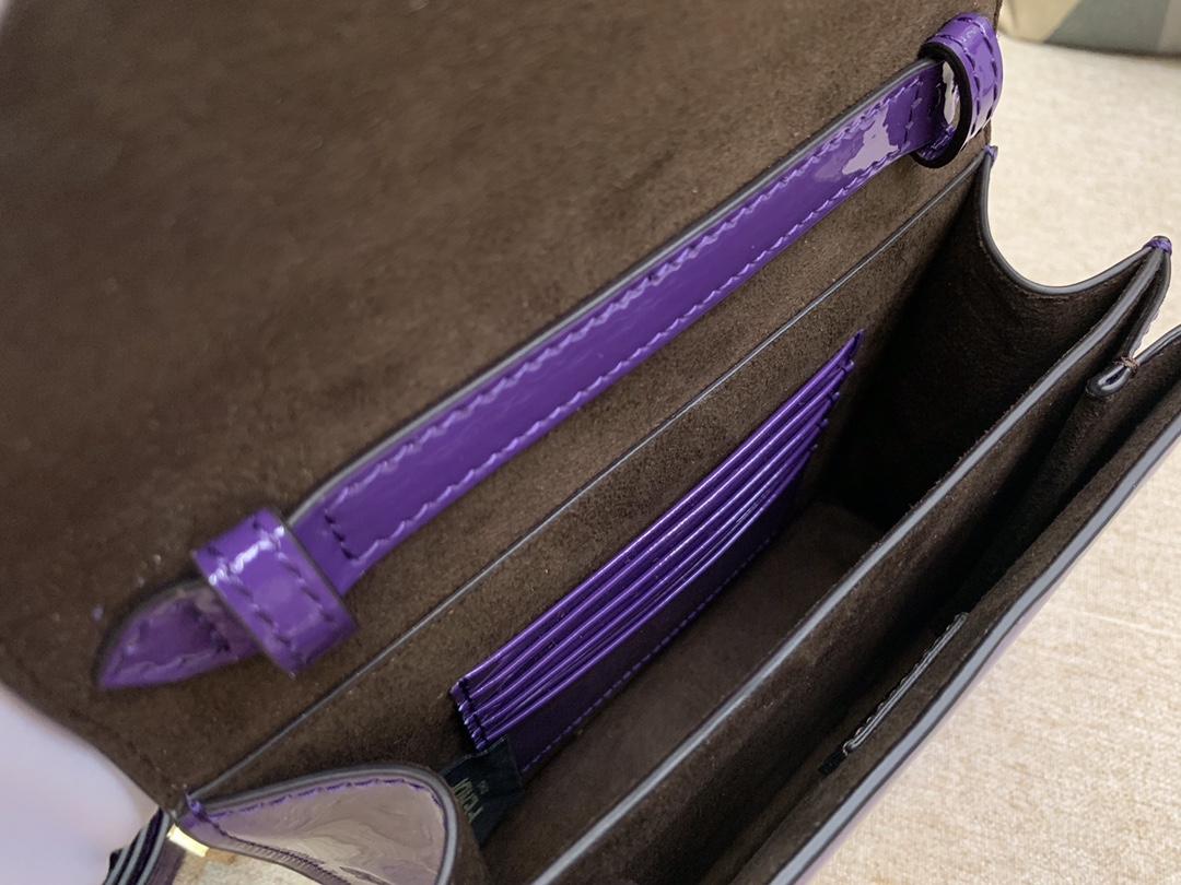 KarlLagerfeld最新系列 翻盖手袋漆皮材质 17x14x6cm 紫色