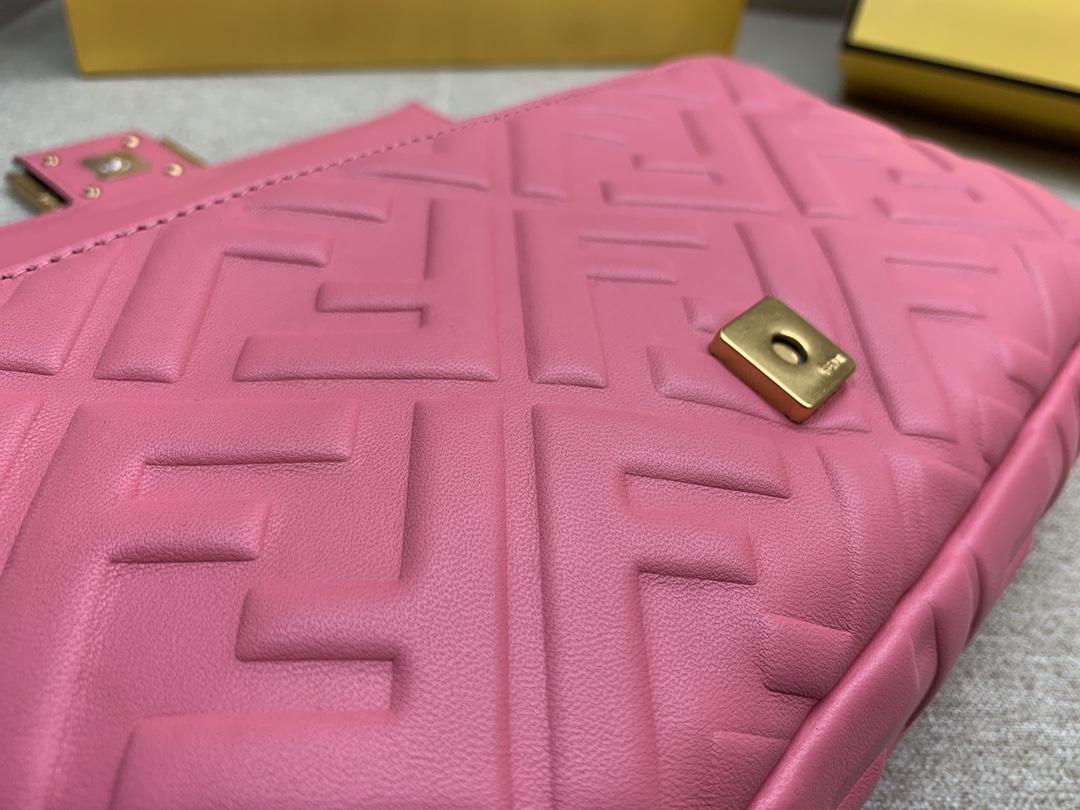 Fendi 芬迪 Baguette FF 浮雕系列 26x13x6cm 进口小羊皮 粉色