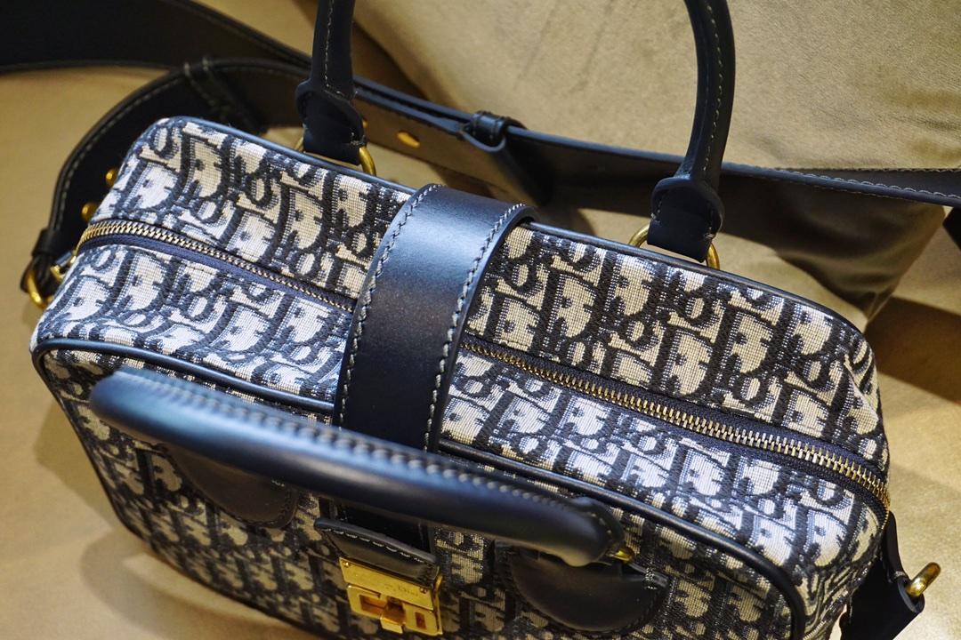 迪奥/Dior 复古刺绣帆布包  可调节宽肩带设计的旅行购物袋