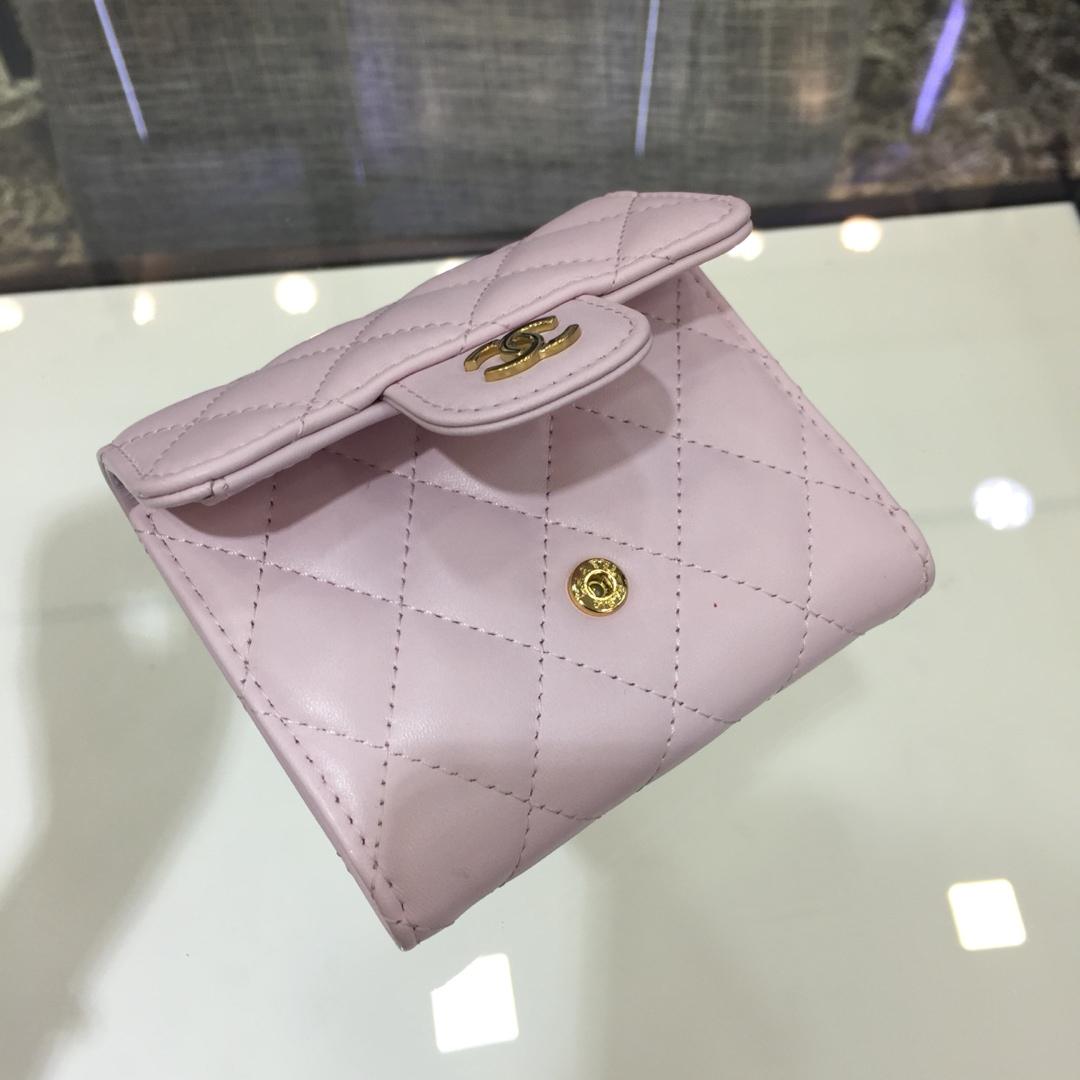 Chanel 香奈儿《三折小钱包》 进口小羊皮~樱花粉金扣