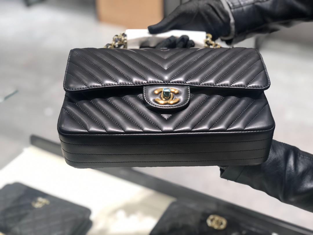 Chanel 香奈儿【真品级】原厂《Classic Flap》V代购版本 25cm~原厂小羊皮~黑色~金扣