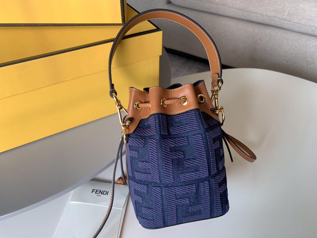 最新Mon Tresor 小水桶包 蓝色牛仔布材质 可手拎肩背或斜挎 12x18x10cm 5538-2