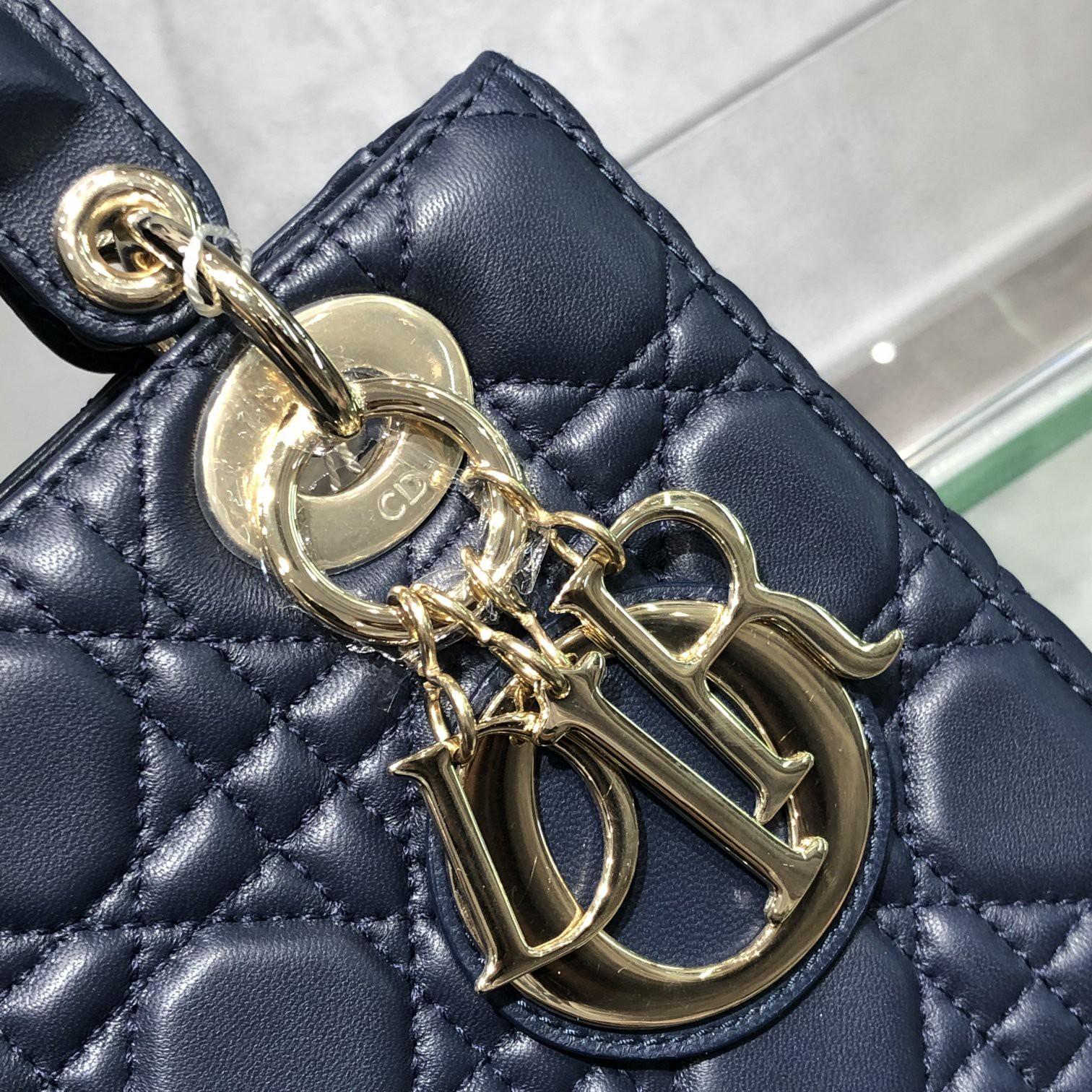 Dior 迪奥 Lady 四格 羊皮 海军蓝 金扣 经典百搭的颜色 实物很美 20cm 搭配徽章款宽肩带