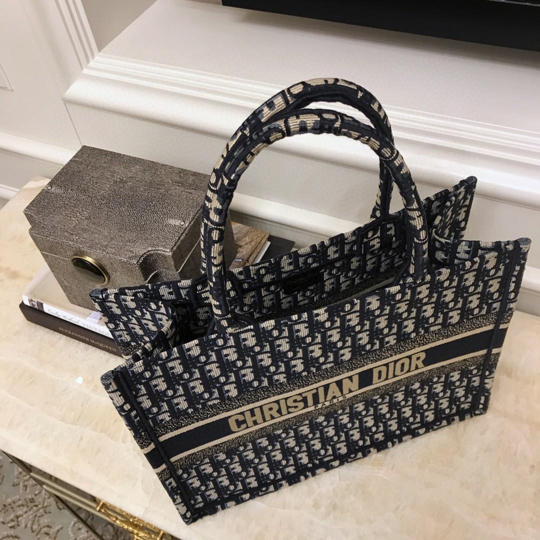 Dior 迪奥 Book Tote OBLIQUE 购物袋  潮流街头风 随时拎包炸街