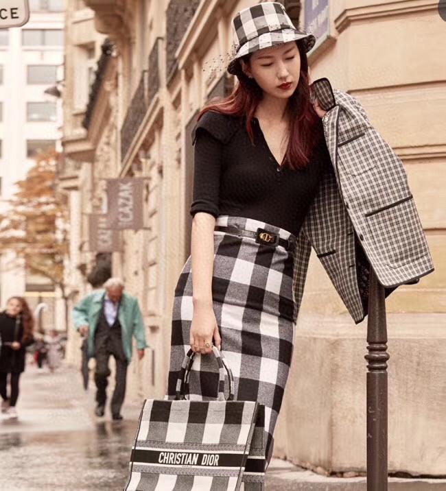Dior 迪奥 黑白格纹元素  购物袋 尺寸41.5cm 英伦风情