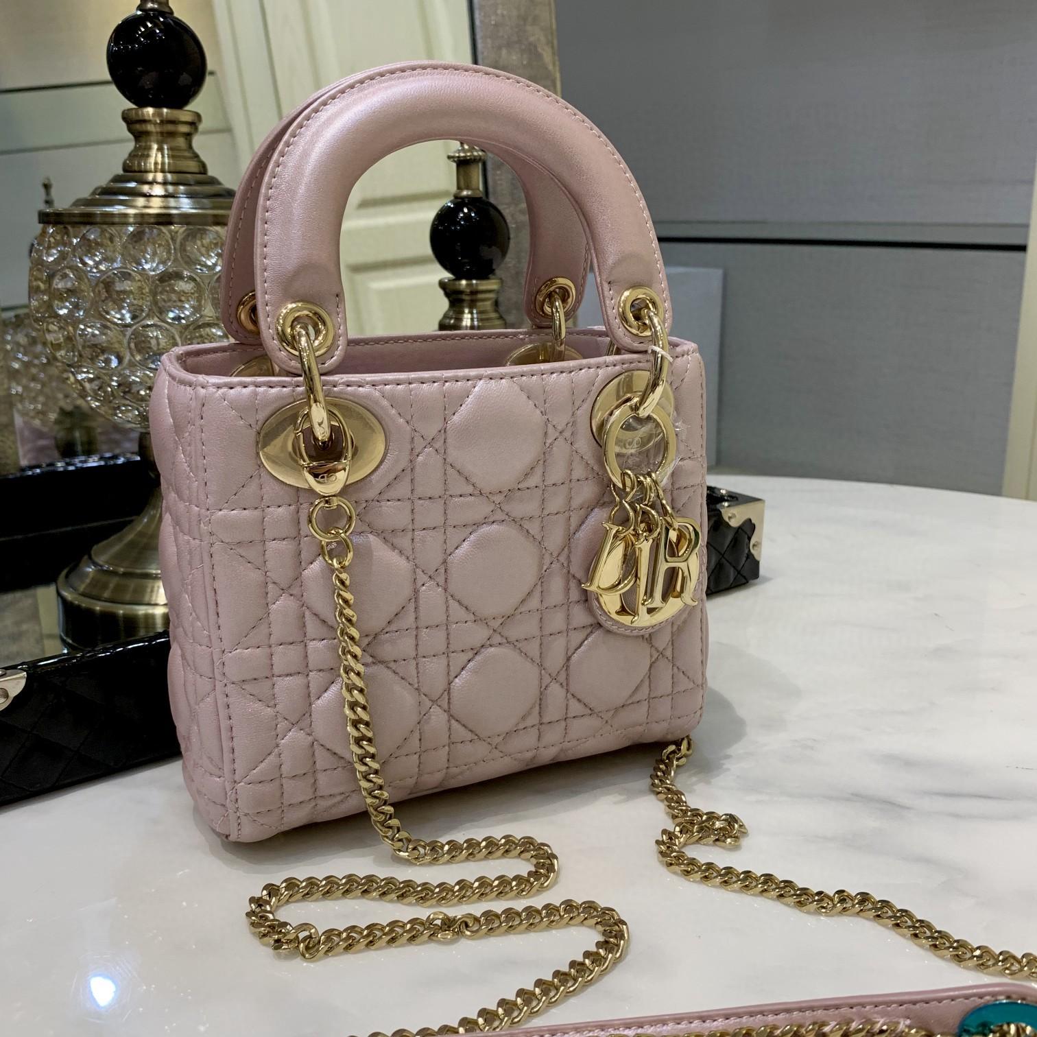 Lady 三格小羊皮 珠光粉 简单又仙女风 跟珠光灰一样并列最受欢迎的颜色行列 尺寸 17cm