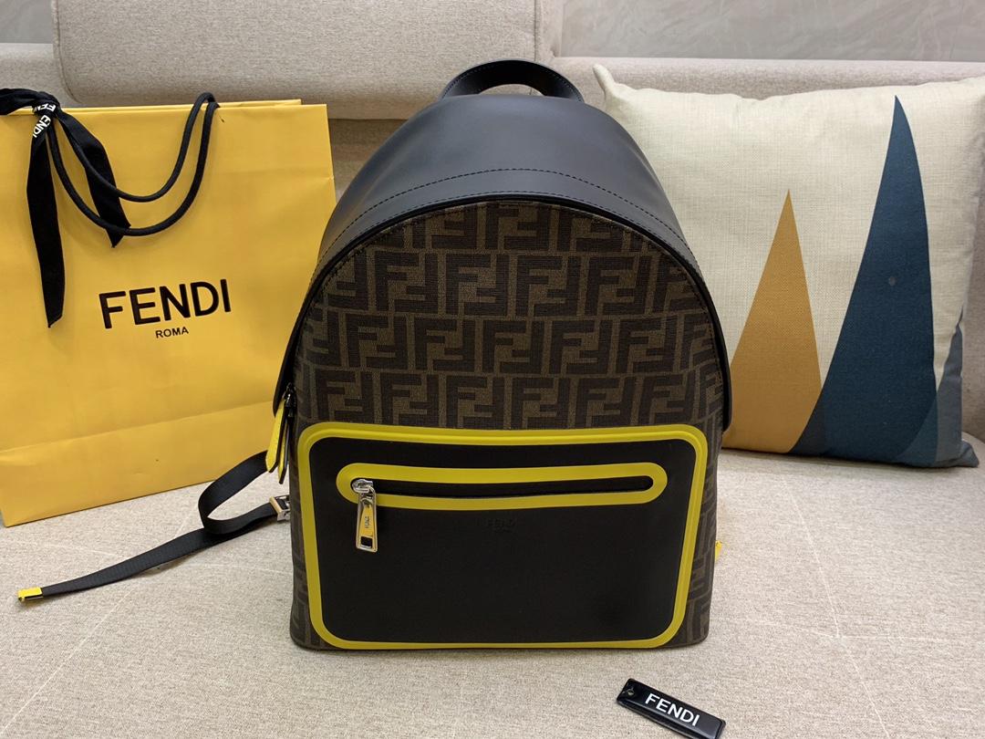 FENDI 高科技网面布料 肩带可调节 双拉链开合 内置口袋 布压制对版面料 F标志图案 38x33cm