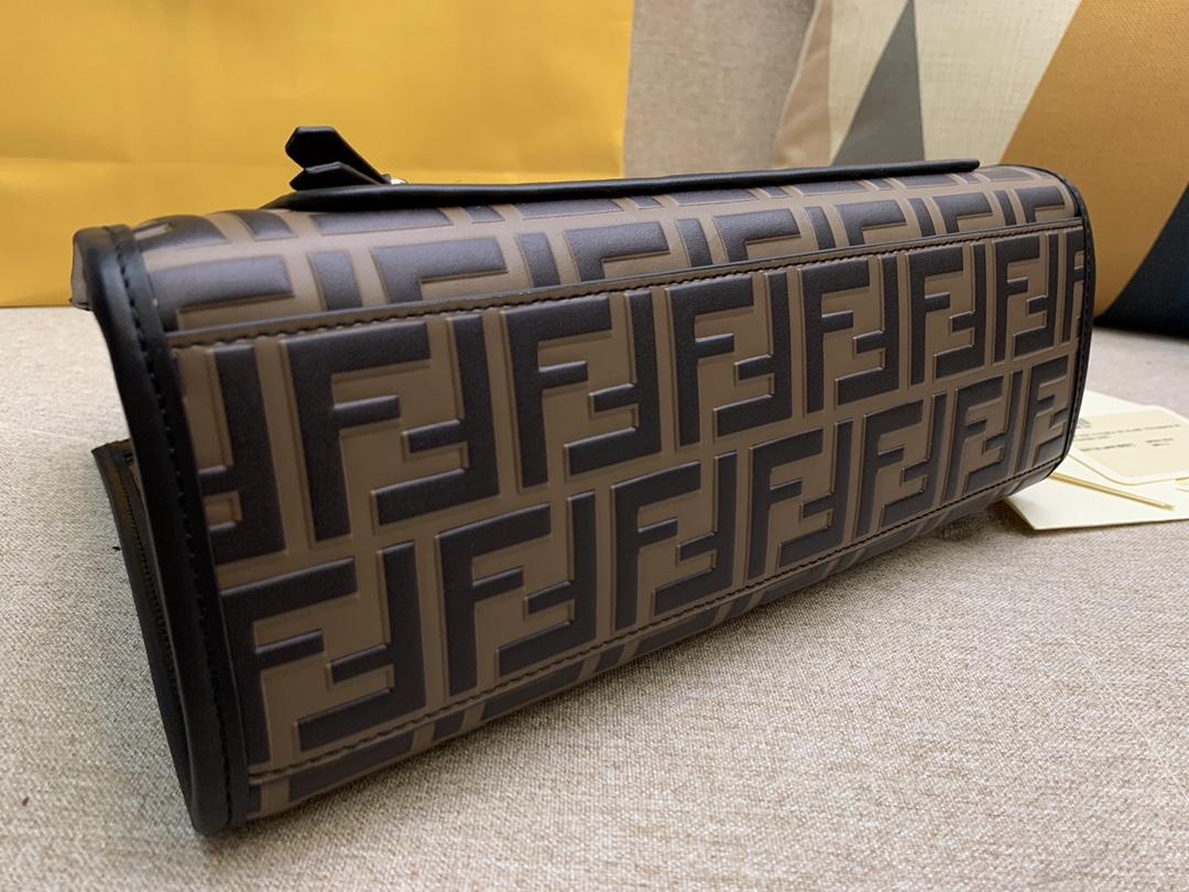 FENDI中国官网 现货 RUNAWAY  系列 经典F凸纹包身标志黑色覆盖 镀钯金属饰面 28x21x11cm 9011