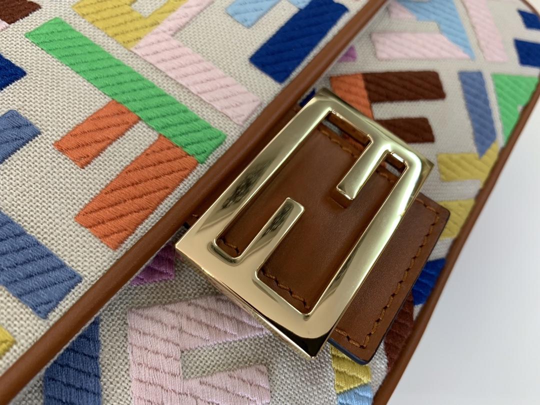 FENDI法棍 春夏最新爆款米色亚麻布材质 拼色刺绣缝线色彩 26cm9022