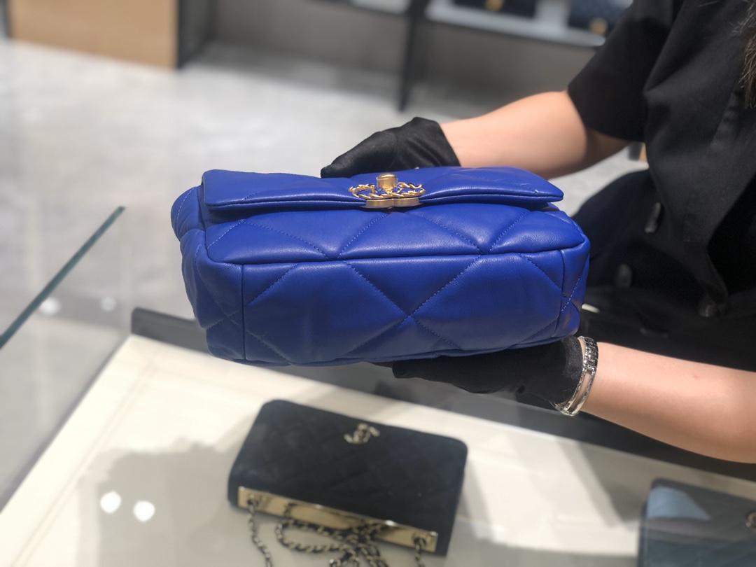 香奈儿香港官网 真品级 法国进口小羊皮Chanel2019秋冬新季系列 宽格纹粗链条翻盖包 16*26*9cm 全套包装 电光蓝