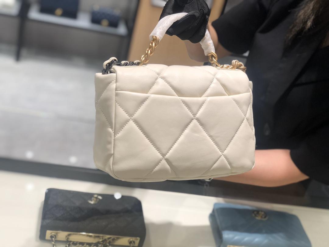 香奈儿香港官网 真品级 法国进口小羊皮Chanel2019秋冬新季系列 宽格纹粗链条翻盖包  16*26*9cm 全套包装 白色