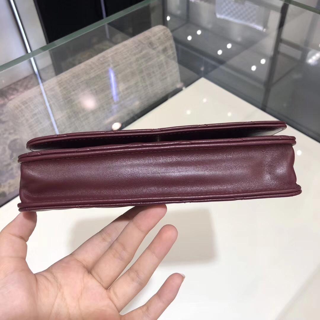 香奈儿中国官网《WOC》 19cm~原厂小羊皮~枣红色~金扣