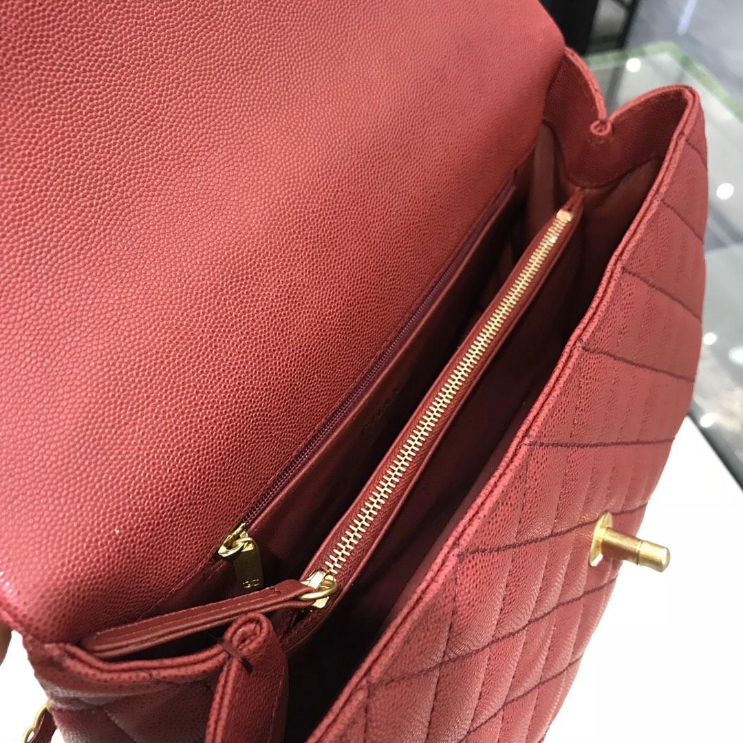 香奈儿女包价格《CoCo Handle》顶级代购版 28cm~原厂小牛皮~蜥蜴手柄~枣红色~沙金